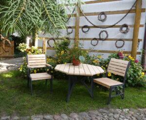 Meble ogrodowe drewniane krzesła stół