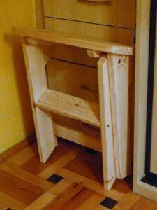Taboret składany drewniany