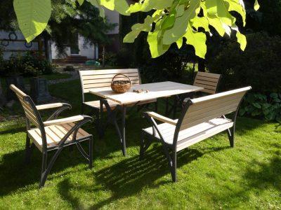 Meble ogrodowe drewniane krzesła stół ławka
